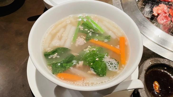 炭火焼肉 ごえ門 三宮店のテールスープ