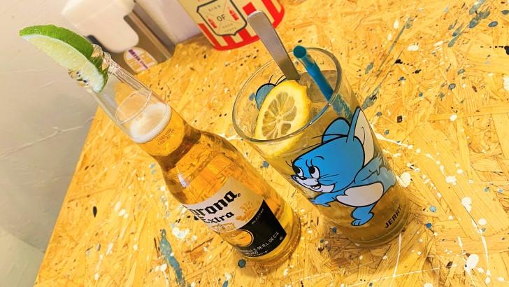 BRISK STANDのコロナビールとレモンスカッシュ