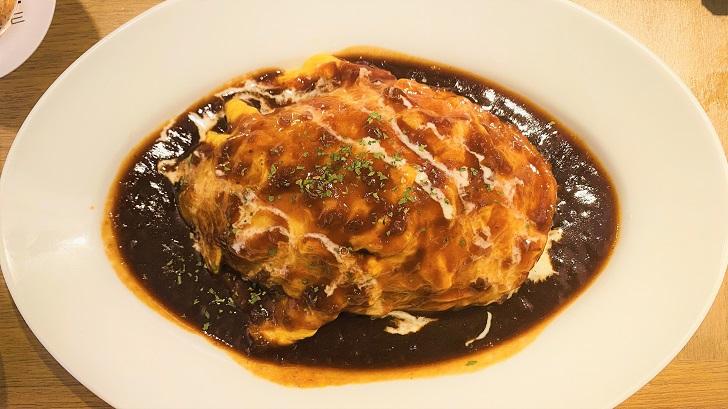 HARBOR CAFE ALL DAY DINING(ハーバーカフェオールデイダイニング)の淡路島玉ねぎをたっぷり使ったデミオムライス