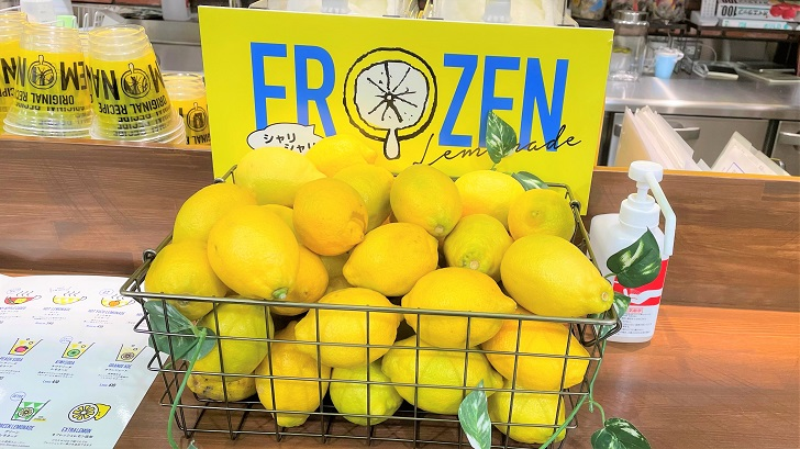 LEMONADE BY LEMONICA 神戸ハーバーランドumie店のレモンディスプレイ