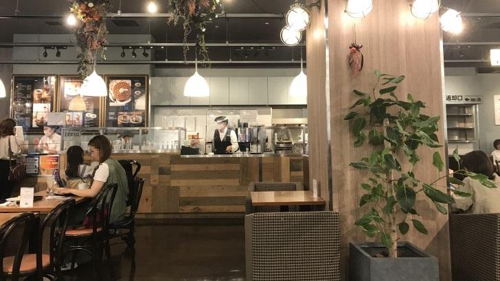 カフェモロゾフ神戸ハーバーランドUmie店の店内
