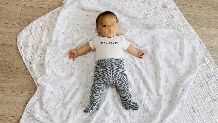 H&MのLOVE DADDy TシャツとH&Mのボーダーパンツ試着