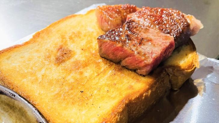 大井肉店本店レストランのサーロインステーキ断面